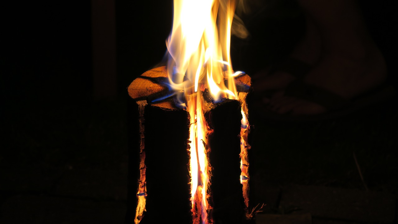 Make This DIY Camping Grill Using Just a Log