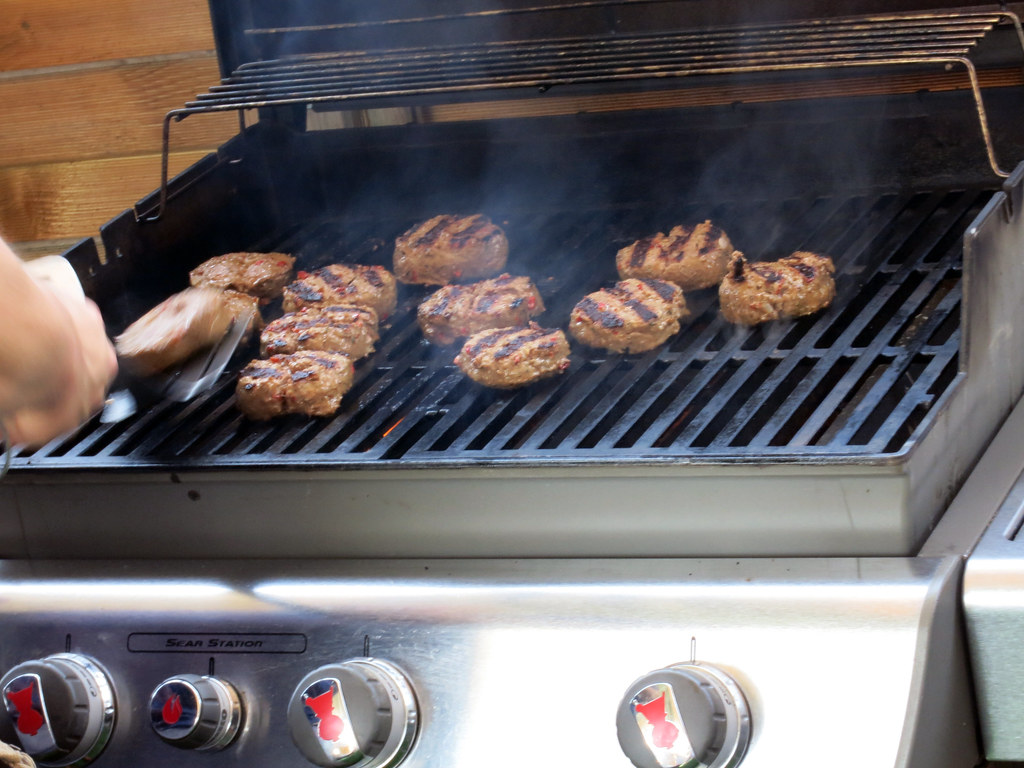 Propane vs. Natural Gas Grill - What's the Difference